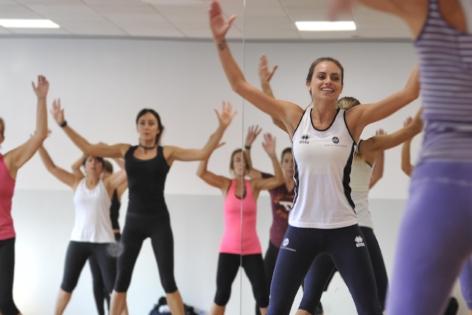TOTAL BODY - Lezione completa che combina tecniche finalizzate all'allenamento muscolare, al miglioramento dell'attività cardiovascolare e della forma estetica complessiva del corpo. Un'ora di esercizio dinamico e aerobico con utilizzo di piccoli attrezzi tutto a tempo di musica.