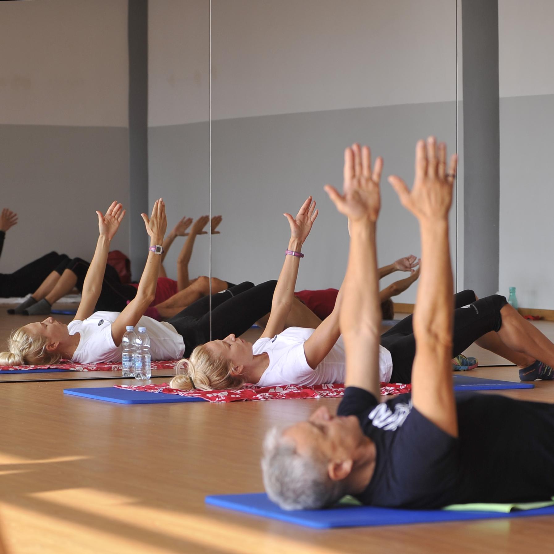 Ginnastica Dolce - Risveglio muscolare progressivo e proporzionato al soggetto che lo pratica. Migliora coordinazione, mobilità e tono in tutto il corpo. Obiettivo: benessere psicofisico generalizzato.