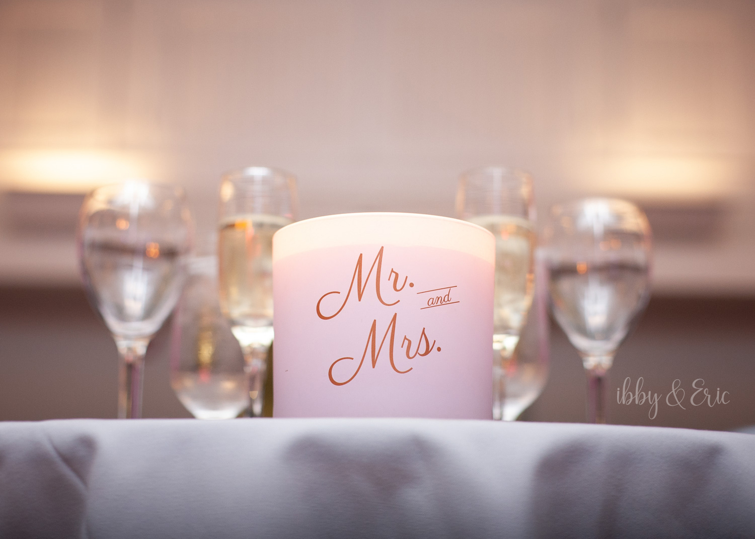 Mr. & Mrs. themed candle sits on the couple's sweetheart table.
