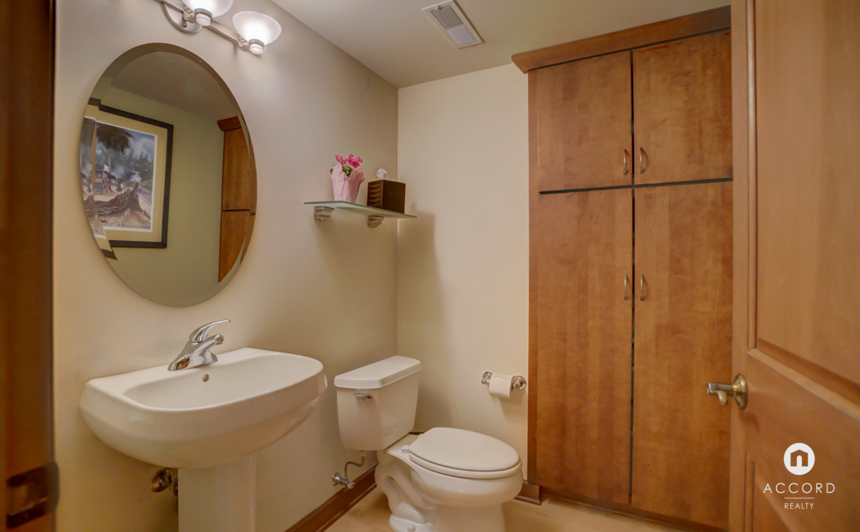 123 W Washington Ave #303 Madison, WI 53703 - Half Bath2.png