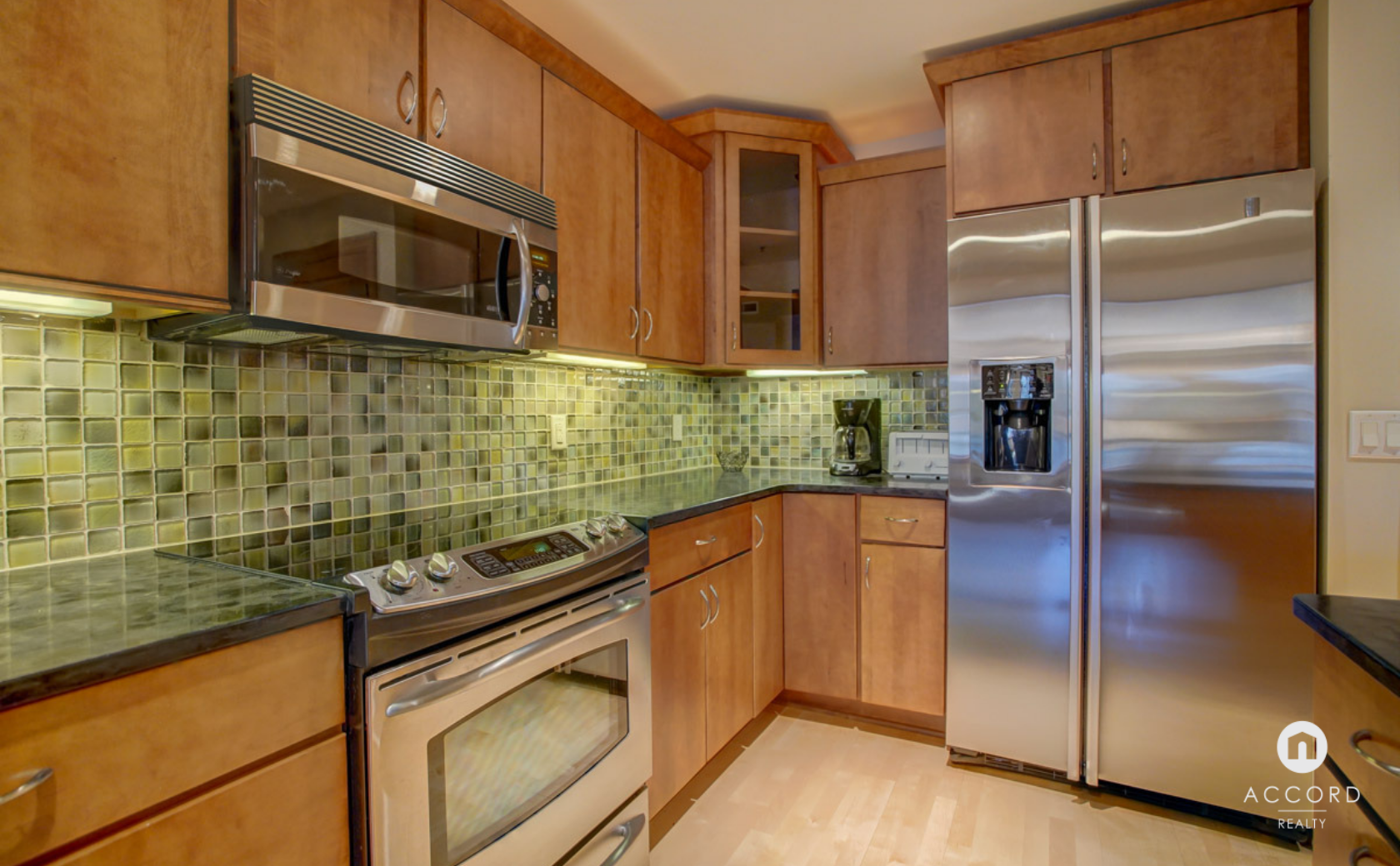 123 W Washington Ave #303 Madison, WI 53703 - Kitchen2.png