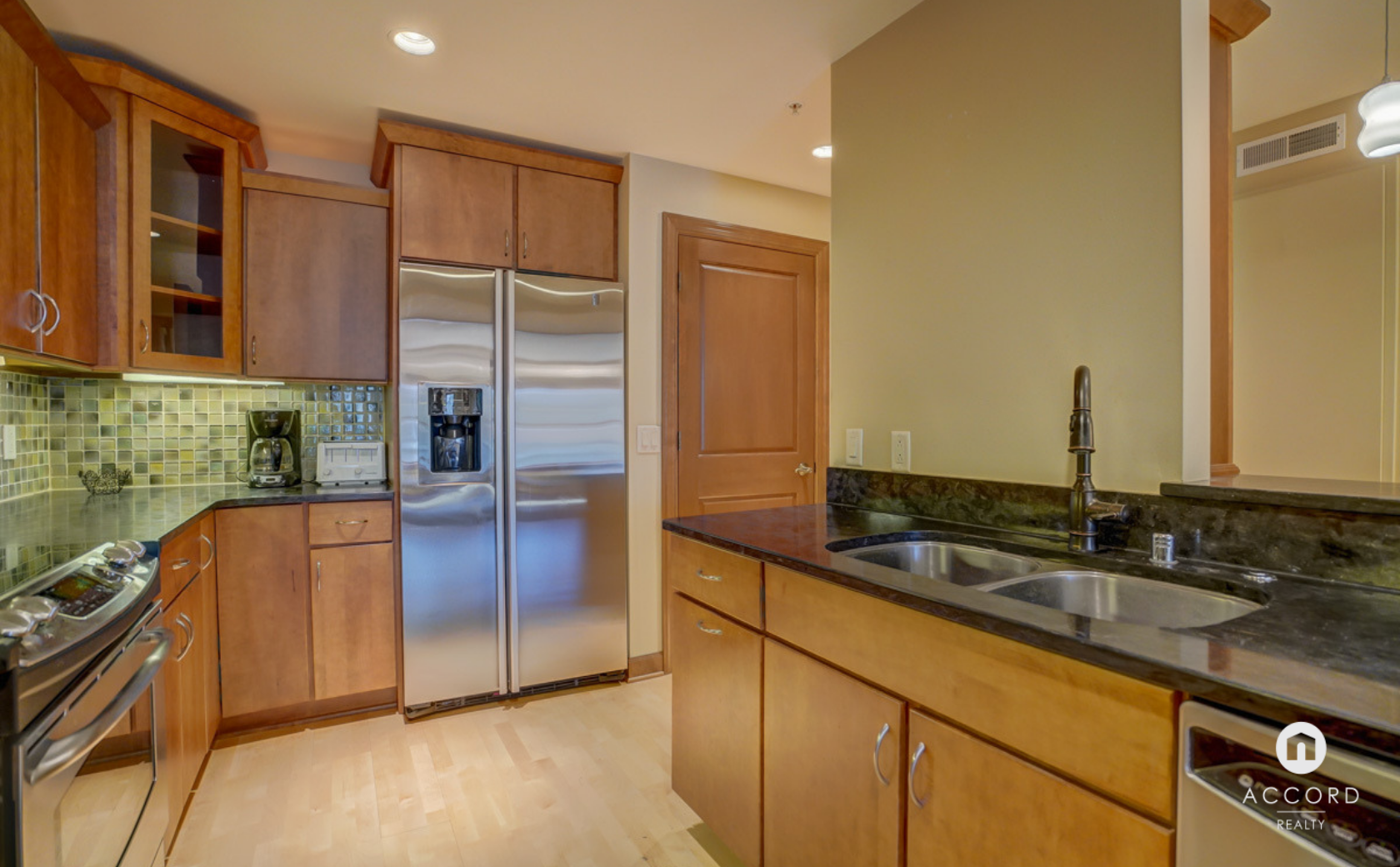 123 W Washington Ave #303 Madison, WI 53703 - Kitchen3.png