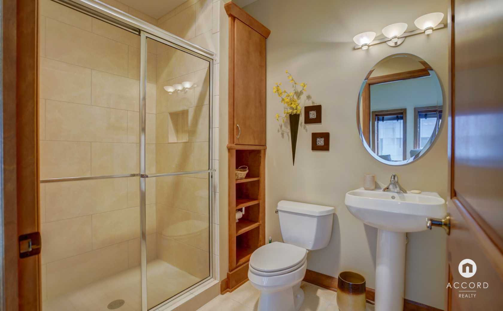 123 W Washington Ave #303 Madison, WI 53703 - Full Bath.png