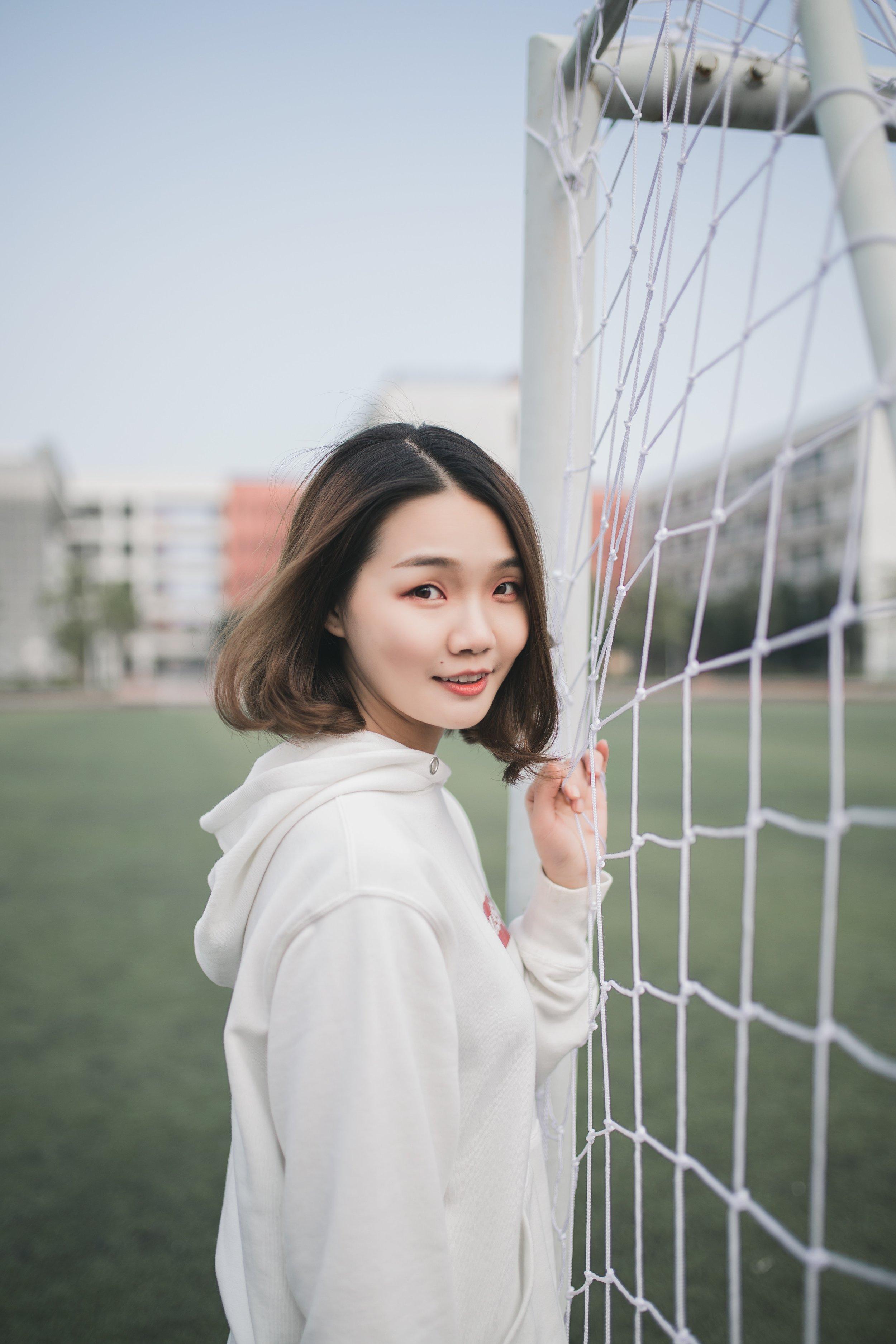 Soccer headings may damage women's brains more.jpg