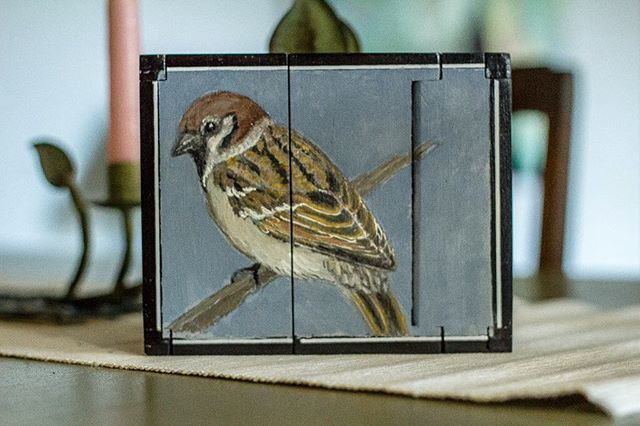 I spend a lot of time in my garden. I see and hear the calls of birds of different types in each season, and it struck me that I knew so little about them. I found that drawing and painting the bird helped me remember their names and details. This is a finch I painted on a cigar box. Photo: @mondaymorningturningback