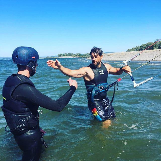 Chris getting his first shot at kiteboarding at Jones beach Oregon. He absolutely killed it!!!🤙#adventureistheanswer #veteran #veterans #squamishlife #canadianarmedforces #firstresponders #ptsdrecovery #ptsdawareness #kiteboarding #kitesurfing #squamishkiteboarding #veteranskiteboarding  #combatengineer #firefighter #paramedics #policeofficer #emslife #rcmp #squamishlife  #squamishwindsportssociety