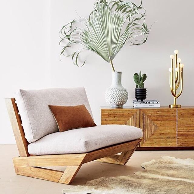 I'm loving the new luxe casual @fredsegal collection at @cb2! 😍 The sunset teak lounger is one of my favorite pieces! It's made from reclaimed teak, and you can also group 2-3 of them together to make a loveseat or sofa. Plus, the angles of it are so elegant 👏 The cacti lamp is super cool, too! Okay, who needs an outdoor makeover?! 📸: @cb2