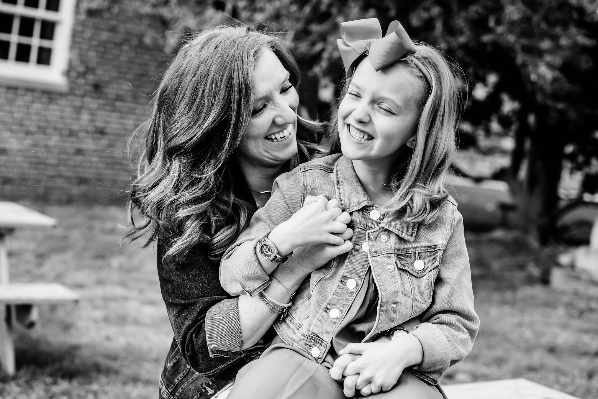 Episode #29: Finding Strength - In this episode, I am thrilled to share a really heartfelt and raw conversation with yet another incredible mom. Caitie is mom to a 7 year old daughter and the cohost of Blackbird:The Podcast, a place that was created to support young people through grief and loss. Caitie is no stranger to trials in life… but as you'll hear from our conversation she maintains a hilarious sense of humor and a huge open heart. Listen in as Caitie shares the importance of community and how to find strength even in the most trying times.