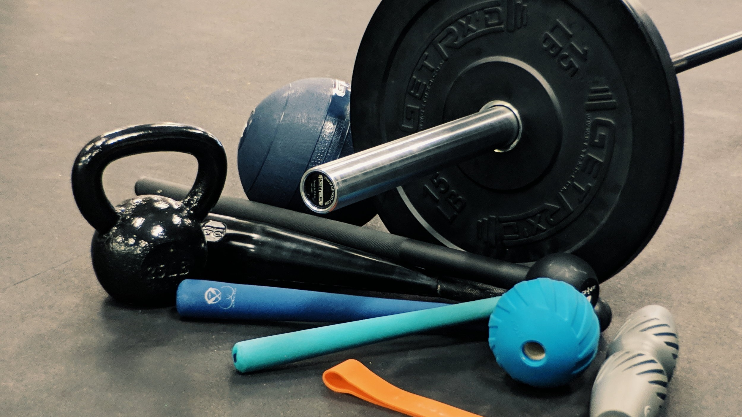 Endurastrong - Endurance + Strength Training. A longer work out allowing you to slow down, lift larger and challenge your endurance. A range of equipment and techniques including barbells, kettlebells, balance tools, calisthenic flows will be used.