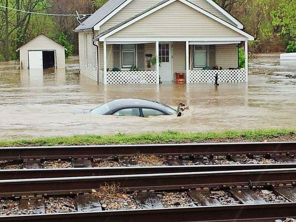 Flooding overtakes homes in Missouri