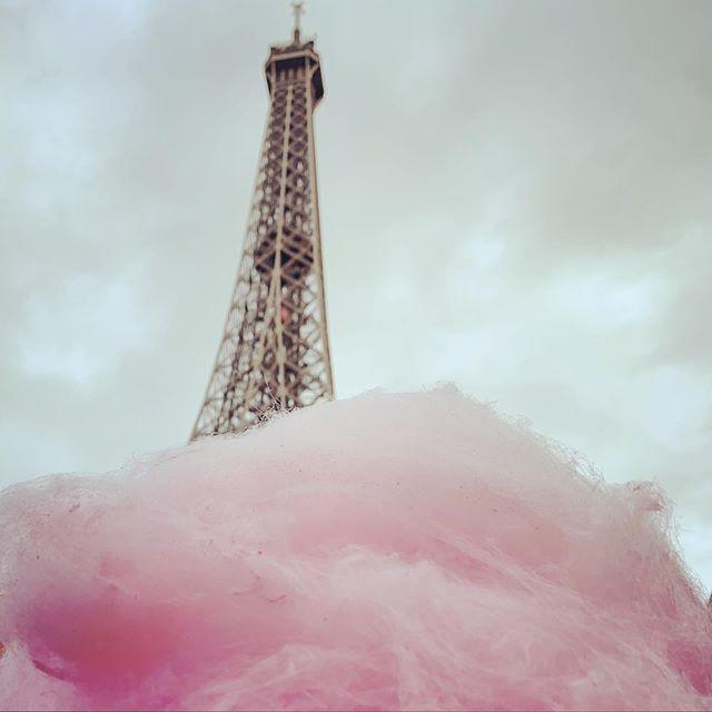 P A R I S . . . . . #paris #eiffeltower #toureiffel #france #barbeapapa #candyfloss #parisfrance #paris🇫🇷