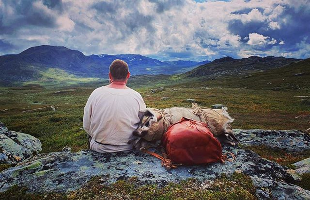 Mr. Willson from Idaho taking a rest with a wiew over Trollheimen. Viking Hike with Hands on History august 2019 #vikinghiking #posingforhistory #trollheimen #handsonhistory