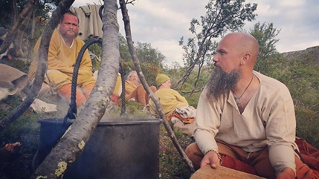 When everyone is hungry and tired, the fire is slow and the food takes forever to cook. Fire sucsessfully made four times in one hike! #vikinghiking #posingforhistory #flintandsteel #makingfire #cookingonopenfire #handsonhistory #cabbagestew @olaaf_isbjorn