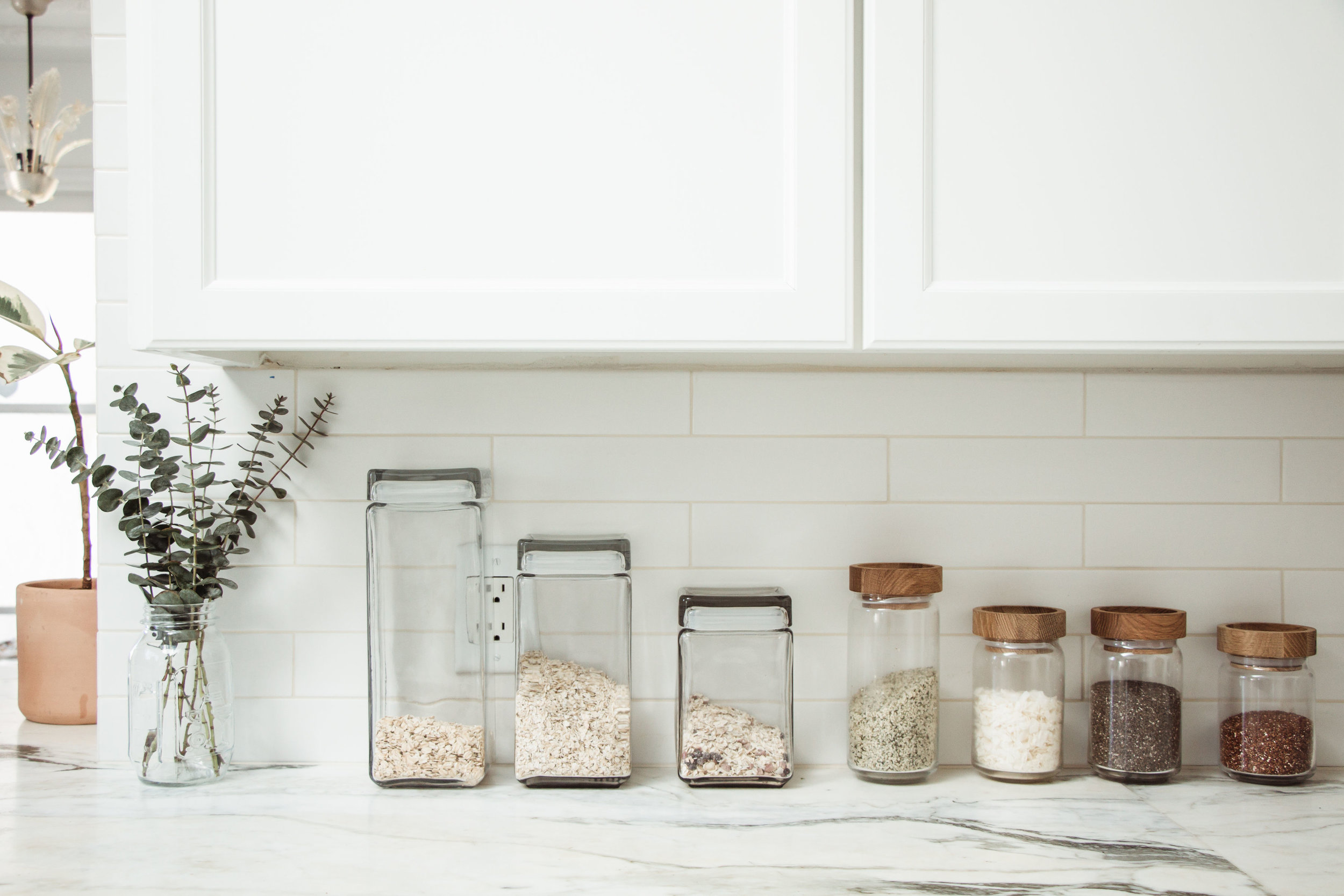 Minimalist kitchen counter organization