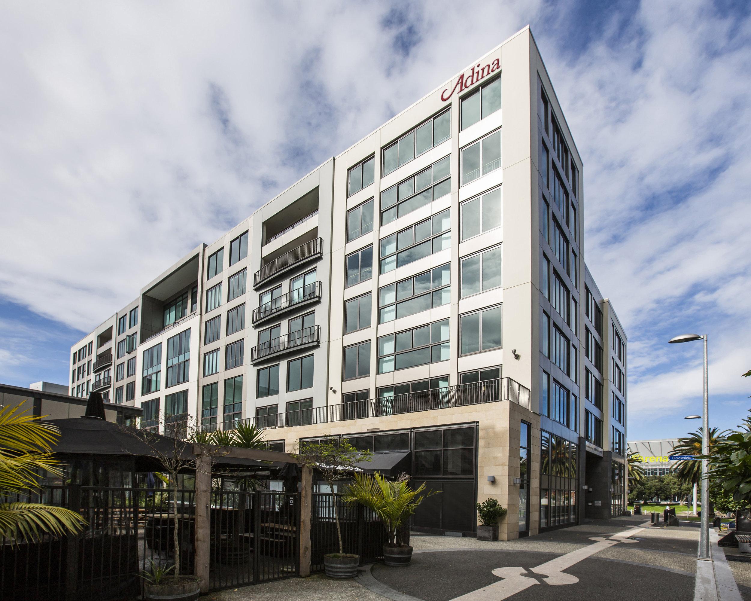 adina-apartment-hotel-auckland-britomart-exterior-01-2015.jpg