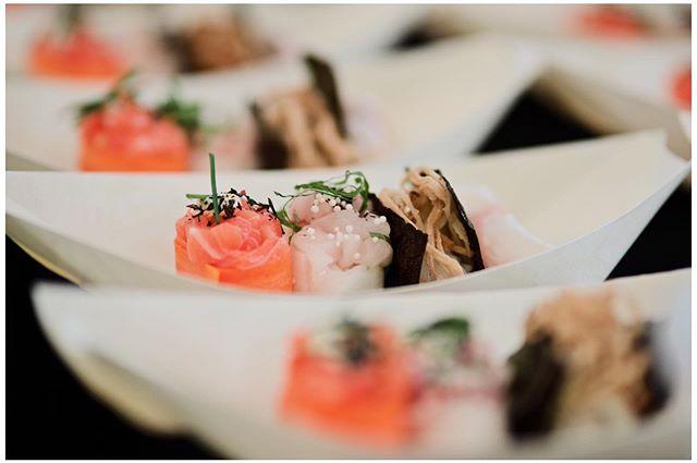 Sushi til enhver lejlighed • Sushi til sommerfest i Klampenborg. Bare fordi • Sushi til din .. Fødselsdag? Bachelorfejring? Firmafest? Bryllups reception? Polterabend? Lancering af din nye semi selvbiografiske bog om korte gravhunde og kasser hvis låg ikke passer? • Eller måske bare sushi til hverdag😋 📸: @victorbritorn • • • • • #saitosushicph #instafood #instajapan #denmark #copenhagen #odsherred #dansktang #nature #hygge #danmark #københavn #uglydelicious #privatedining #chefstalk #chefsoninstagram #cheflife #foodblog #godtselskab #sushi #ibyen #delditkbh #bæredygtighed #bryllup #polterabend