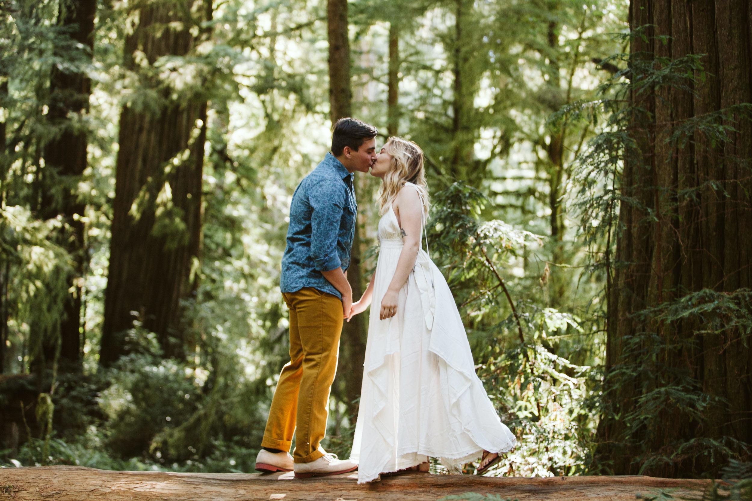 Hannah&Ben_Redwoods_Elopement_Engagement_PNW_SouthernOregon_NorthernCalifornia_ (5 of 23).jpg