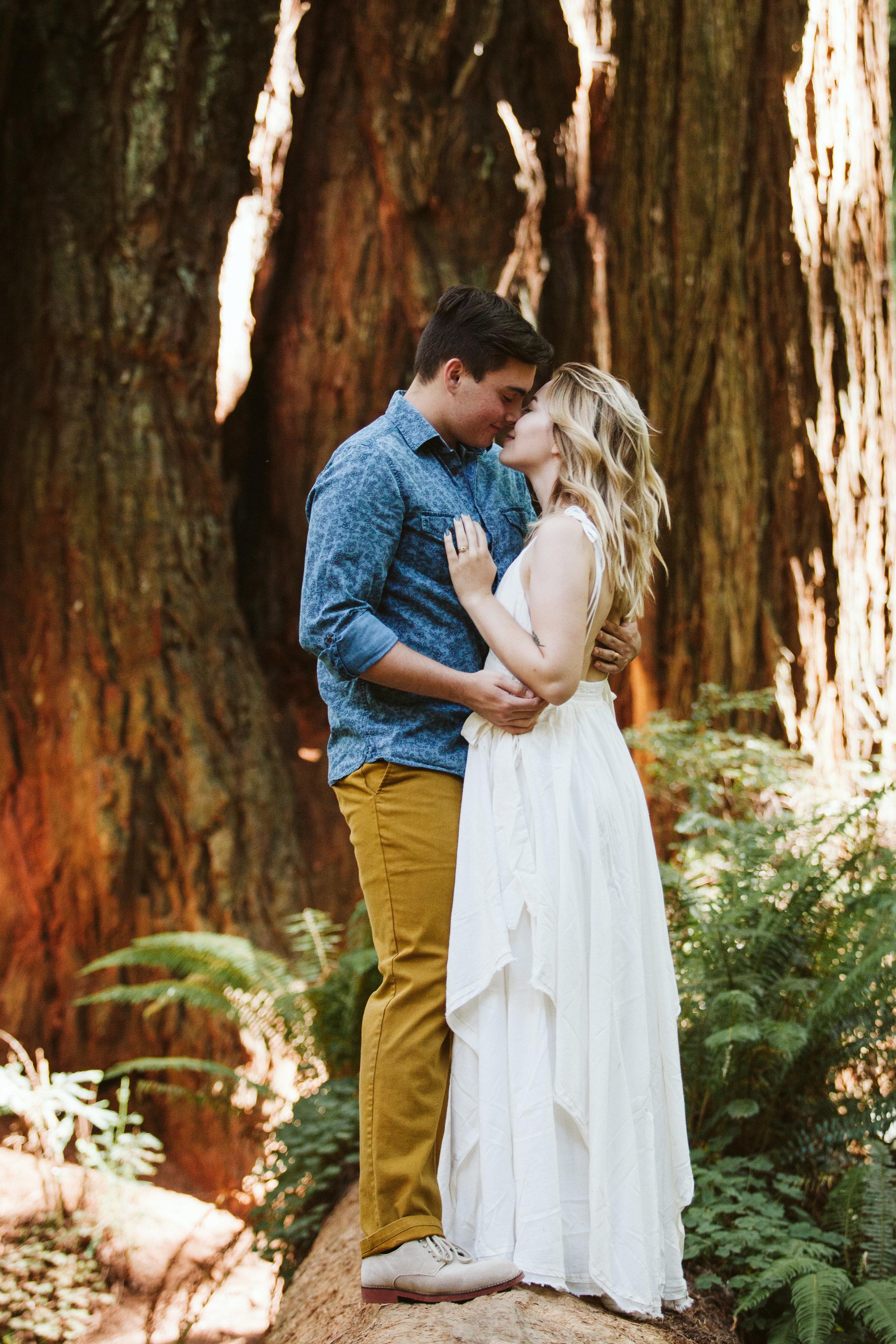 Hannah&Ben_Redwoods_Elopement_Engagement_PNW_SouthernOregon_NorthernCalifornia_ (10 of 23).jpg