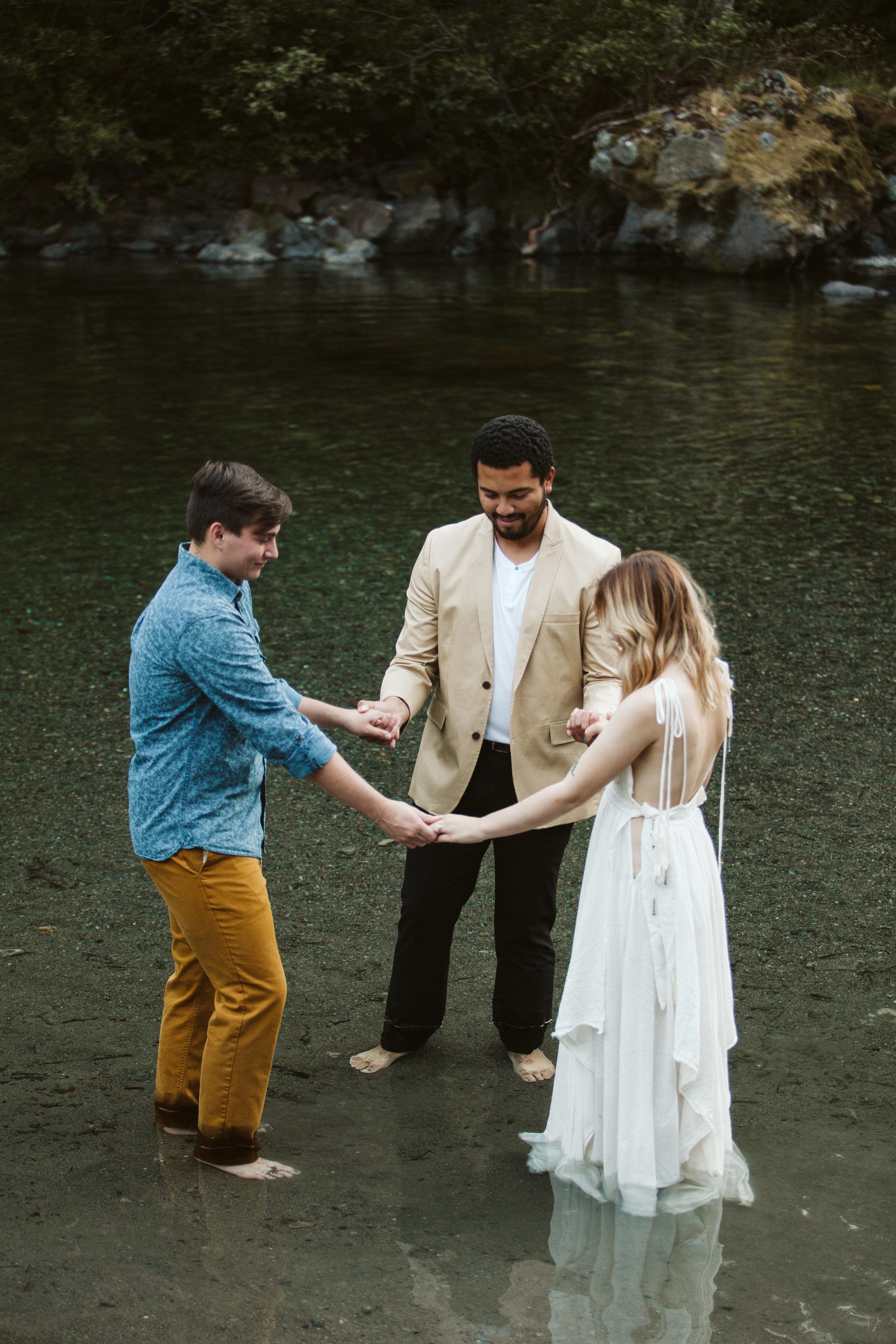 Hannah&Ben_Redwoods_Elopement_Engagement_PNW_SouthernOregon_NorthernCalifornia_ (21 of 23).jpg