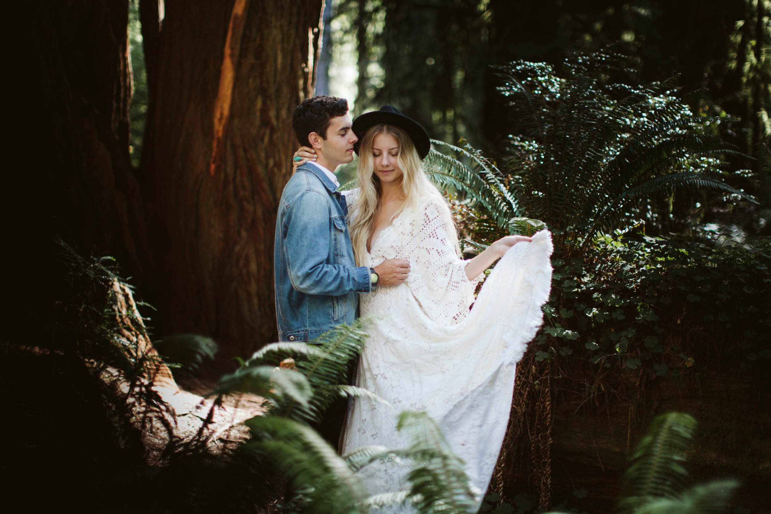 Redwoods_Elopement_Engagement_PNW_SouthernOregon_NorthernCalifornia_ (8 of 42).jpg