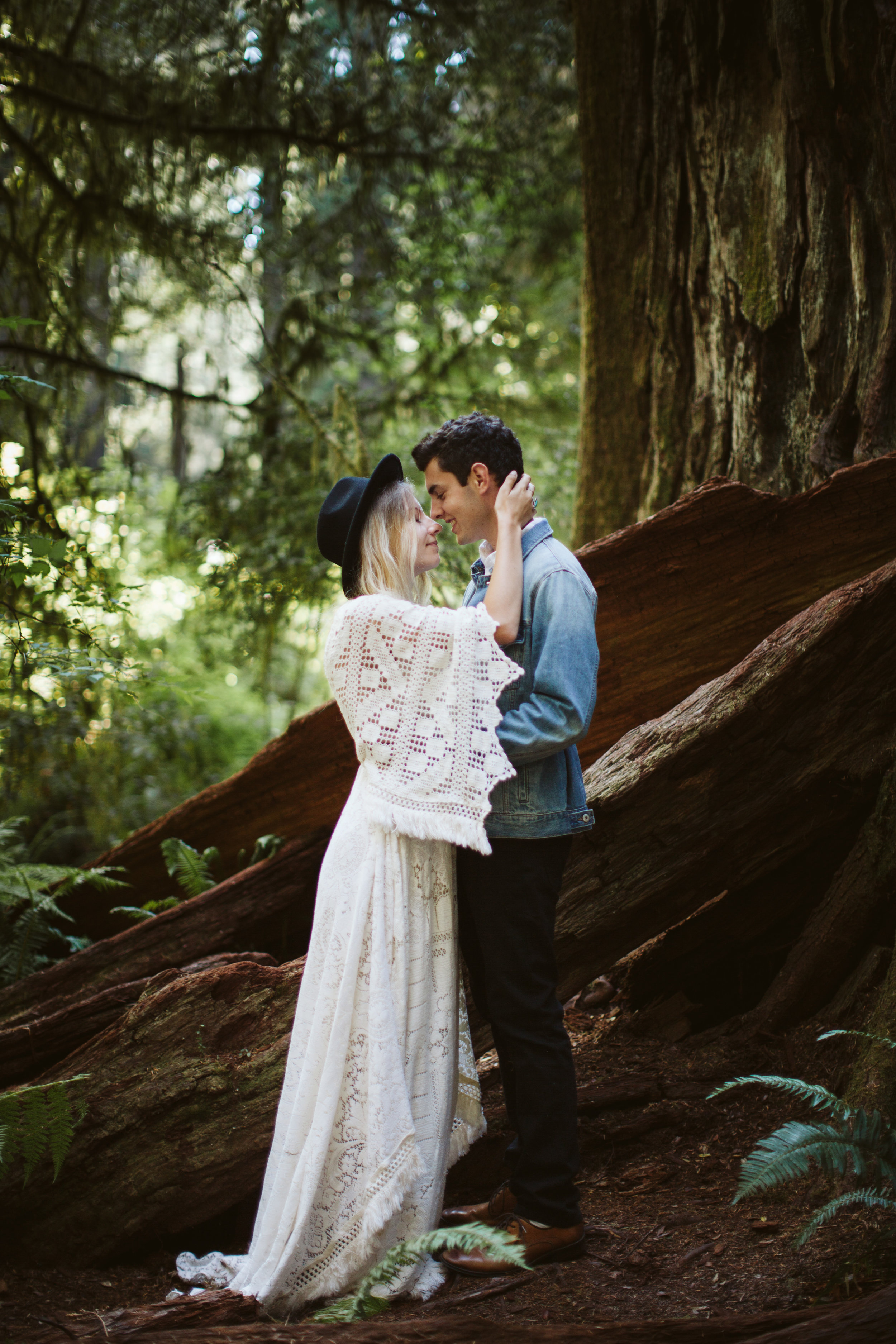 Redwoods_Elopement_Engagement_PNW_SouthernOregon_NorthernCalifornia_ (9 of 42).jpg