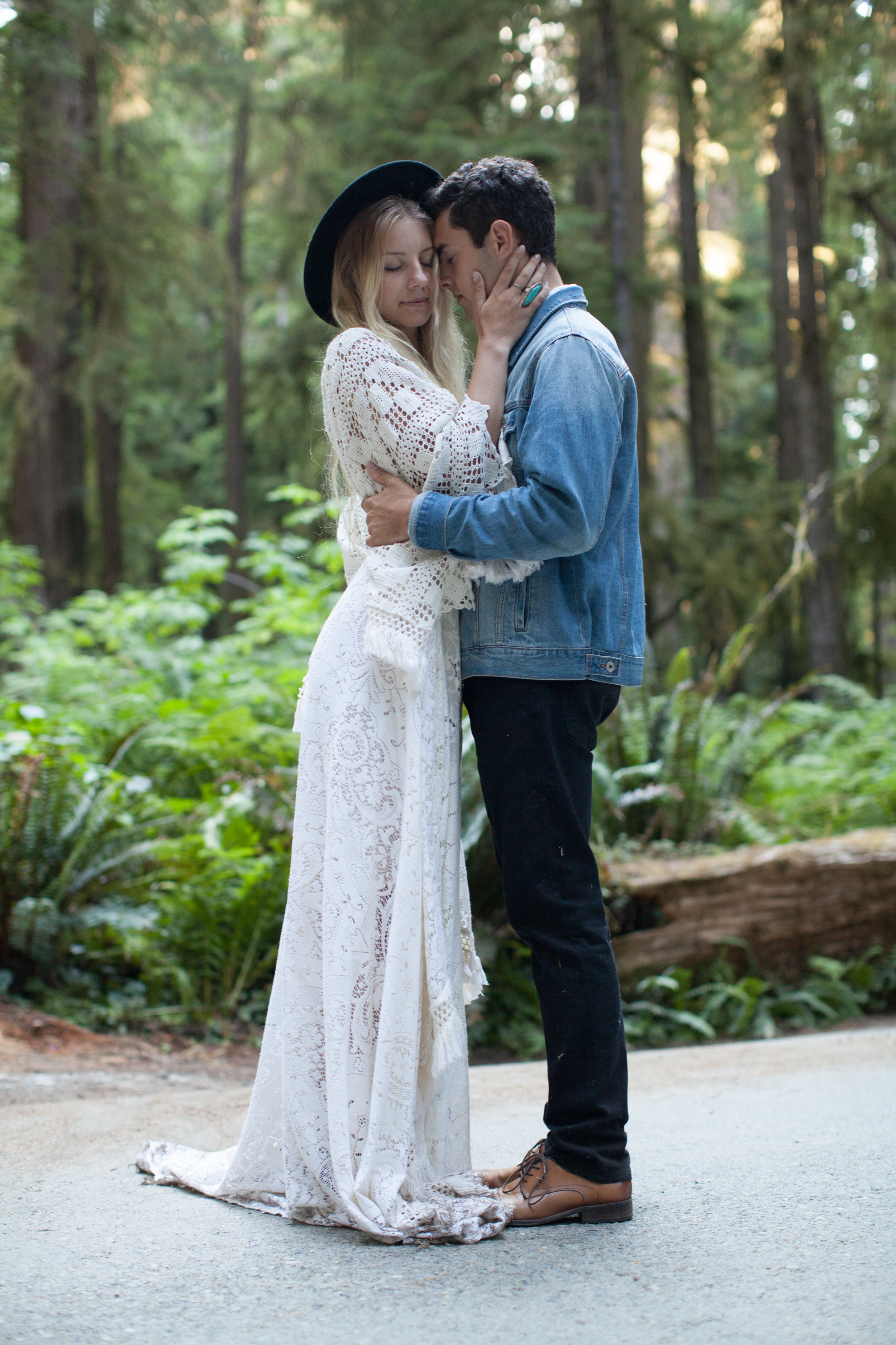 Redwoods_Elopement_Engagement_PNW_SouthernOregon_NorthernCalifornia_ (38 of 42).jpg