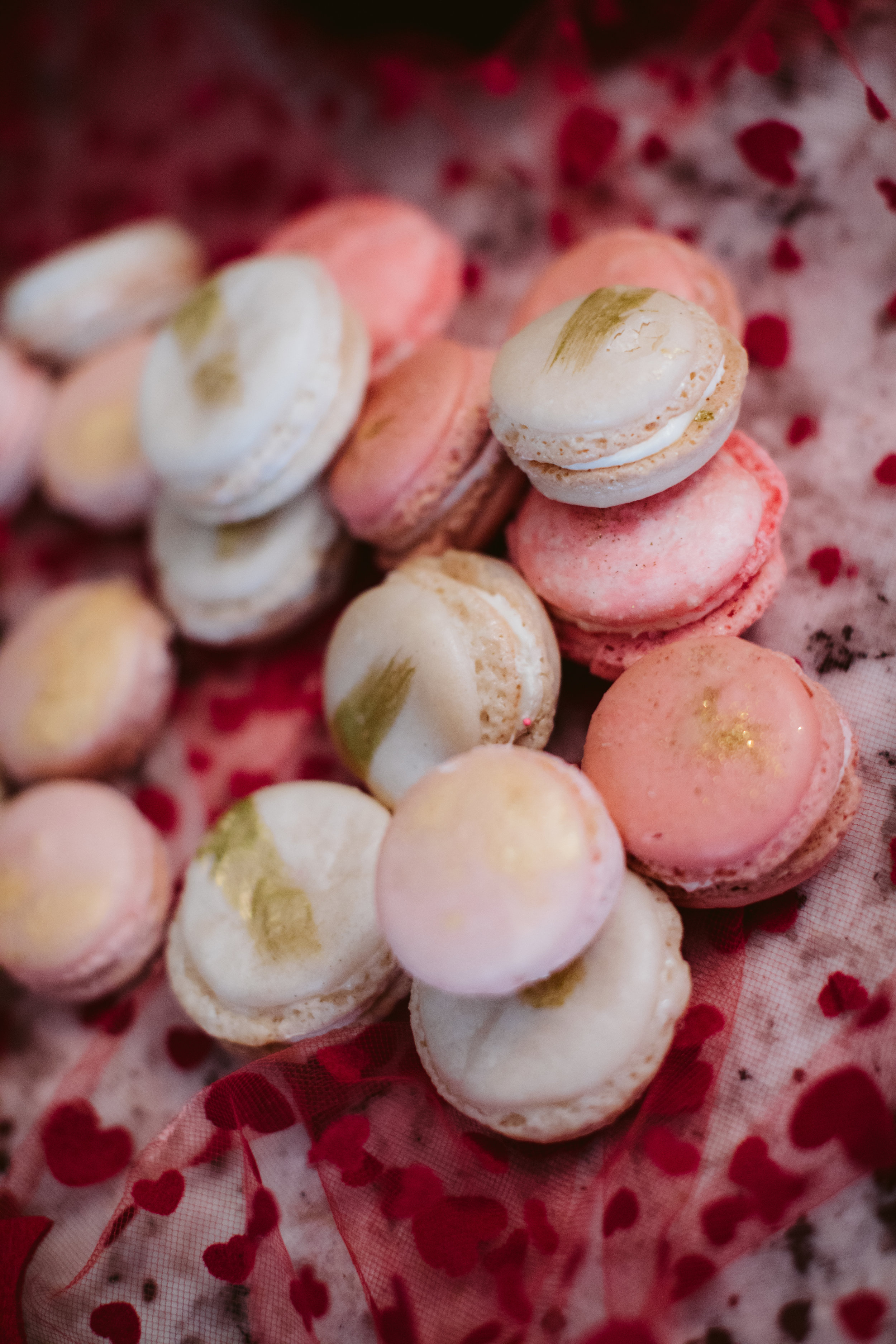 Macarons in pink, white and gold | Southern Oregon Wedding Photographer