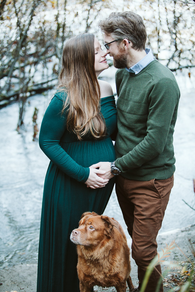 Southern Oregon Maternity shoot with Dog