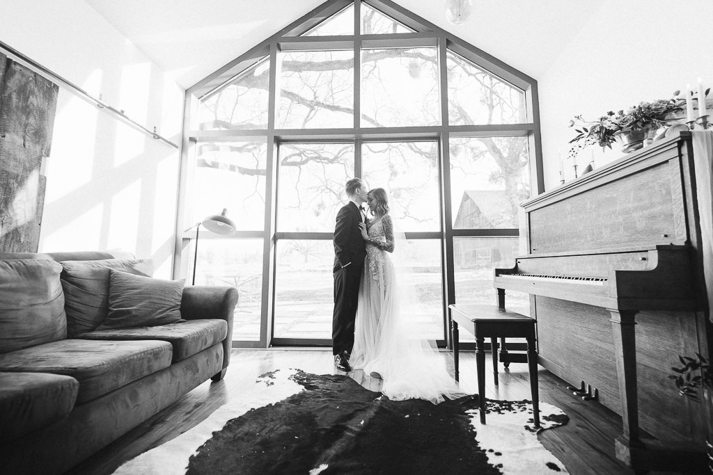 Wedding Couple in an Airbnb | Southern Oregon Wedding Photographer