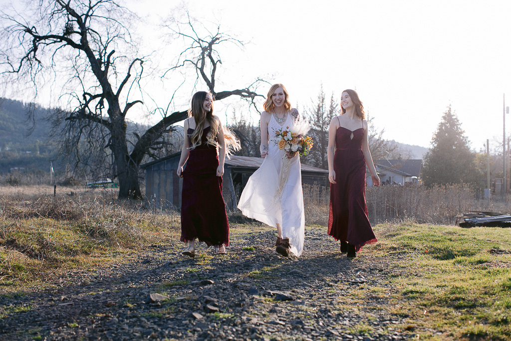 Bride and bridesmaids | Southern Oregon Wedding Photographer