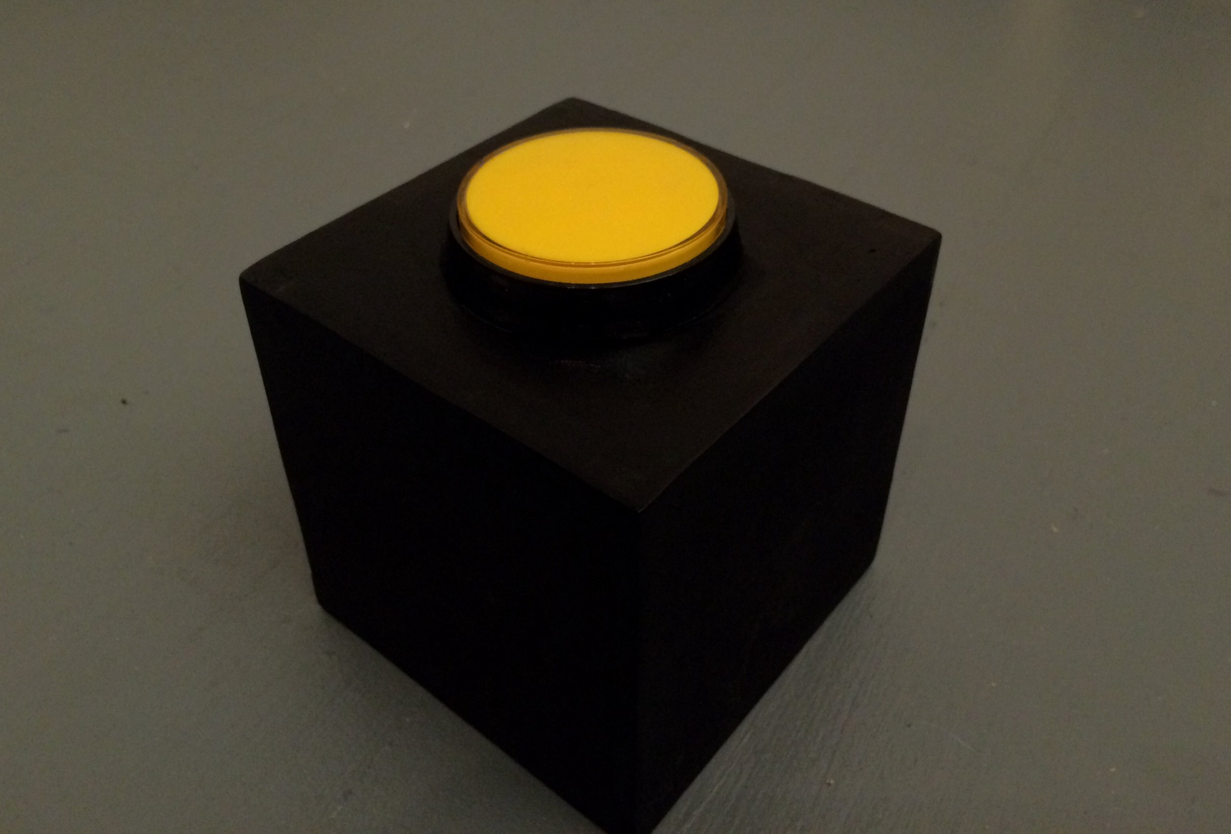 A device made to collect the rhythm that a person press the button within 10 seconds.