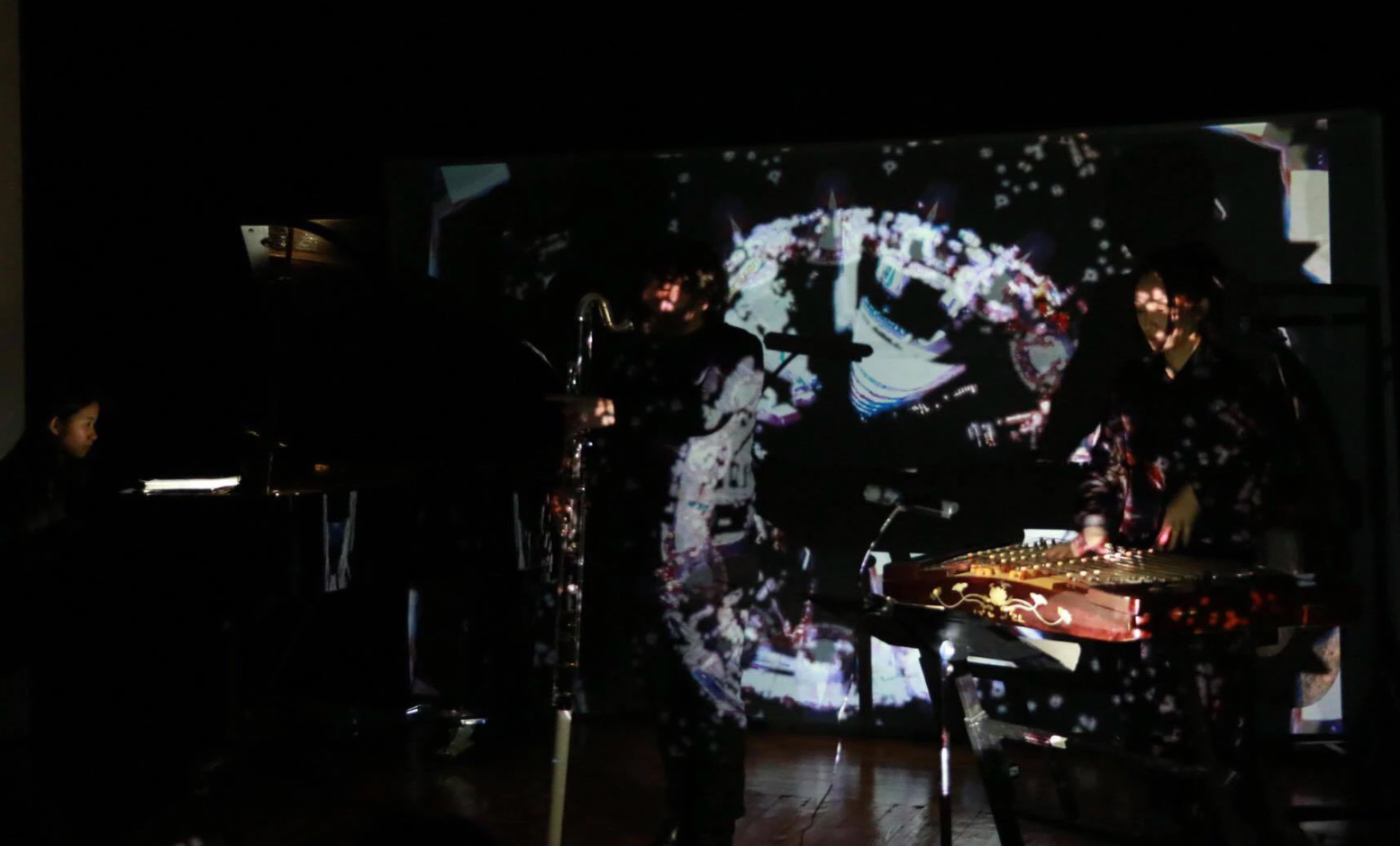 Music composed by Vasko Dukovski, live VJ by Mengtai Zhang, photo credit: Jerry Lin, presented at Mise_en Place, New York, 2017