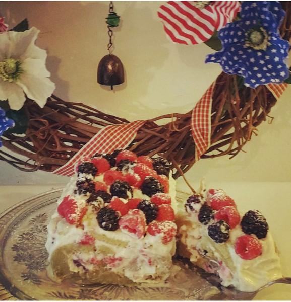 vanilla_berries-swissroll.jpg