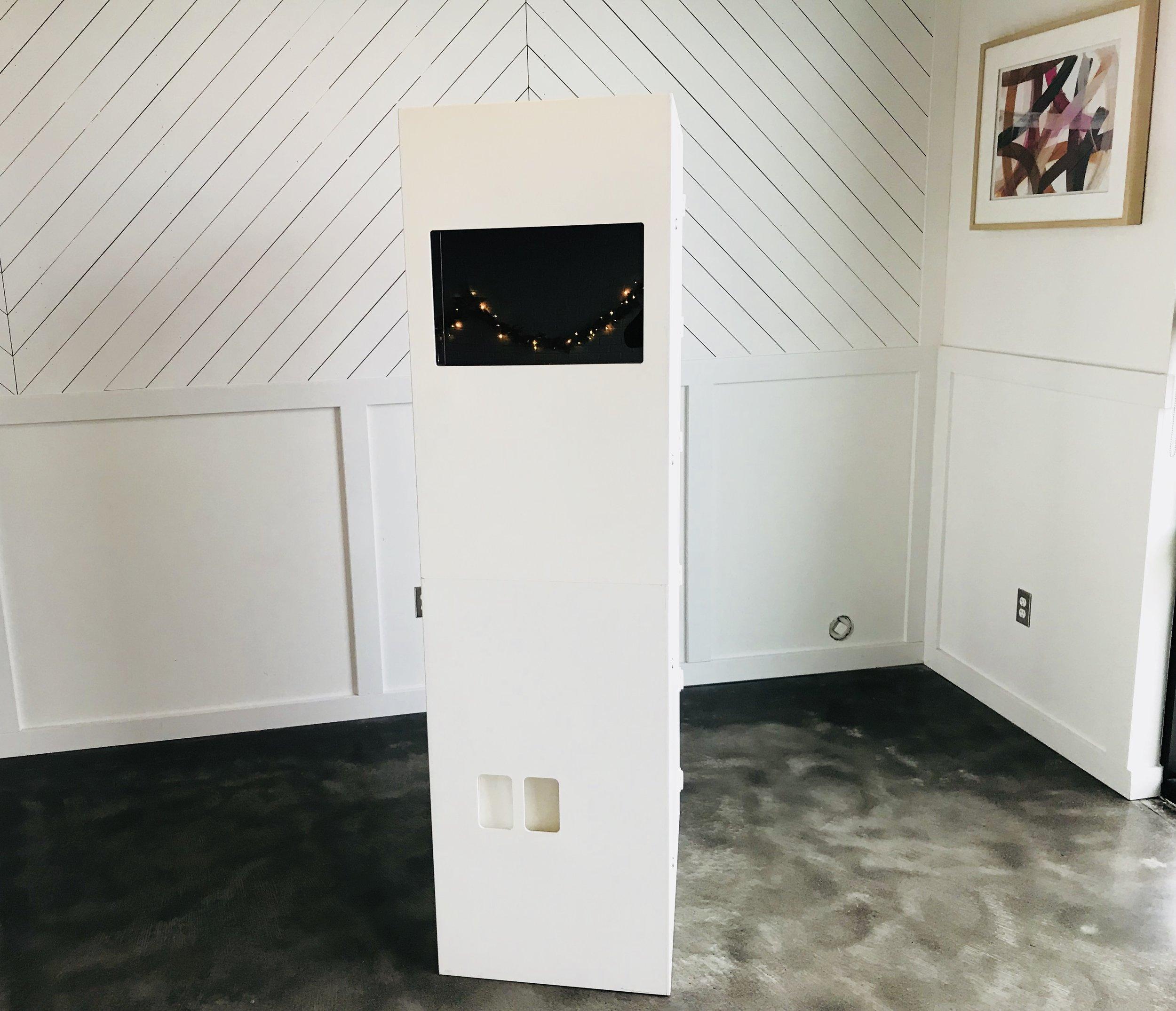 Modern Booth - Simple, Sleek, Elegant