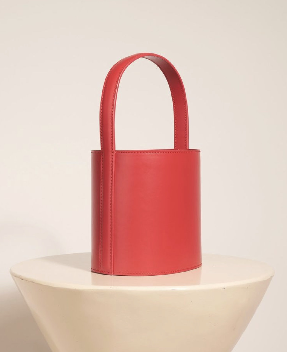 the bucket bag - Chic and Understated
