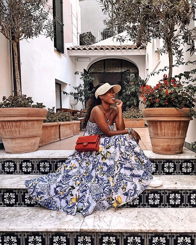 Had to bring this skirt out again for Amalfi and I turned it into a dress🙌🏾🙌🏾 Literally the only purchase I made in Capri and worth every penny! . . . . . . #dcblogger #capri #capriitaly #amalficoast #whowhatwearing