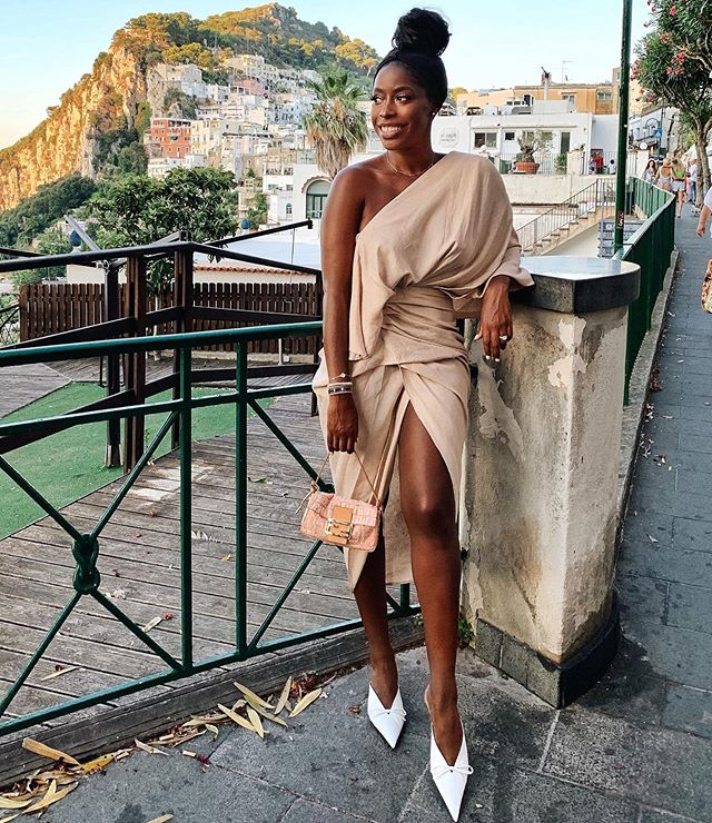 SUNSETS✨✨ and yes this dress is linked in my stories😉 . . . . . . . . . . #asseenonme #asos #capri #capriitaly #ootnight #ootn
