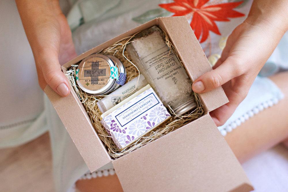 Bridesmaid+Gift+Box+Bridesmaid+box+Bridal+Party+Gifts+Bridesmaid+Gift+Little+Flower+Soap+Bridesmaid+Boxes+Bridesmaids+Gifts+Gift+box+gift+basket+personalized+bridesmaid+gift+Bridesmaid+box+set+wedding+gift+baskets+bridesmaid+boxes.jpg