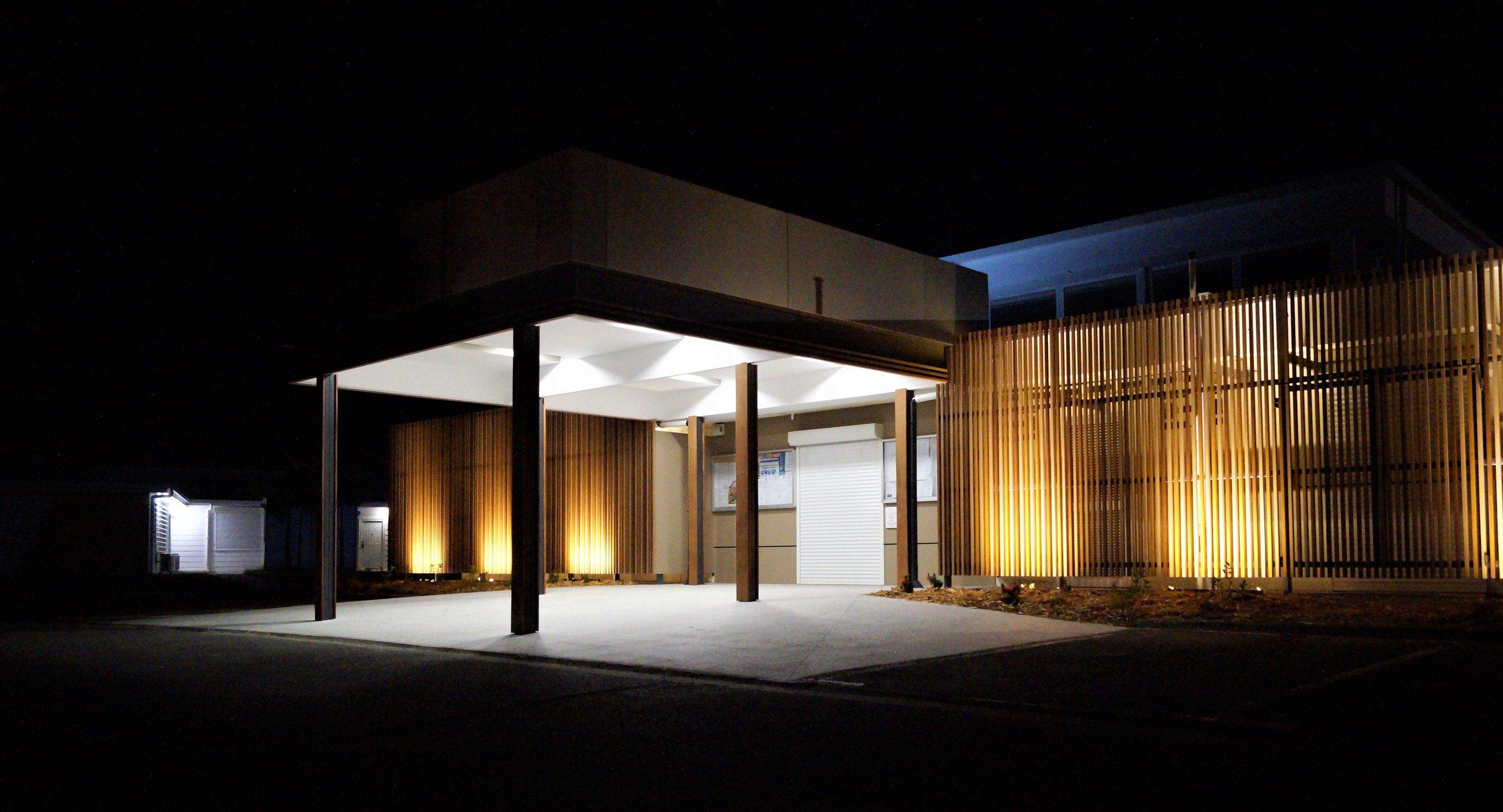 Mairie de Paita Council Building - Noumea Ever Art Wood® battens - Koshi 30x85 rectangle hollow section in Wuoru Nato, Kuri Masame & Pain