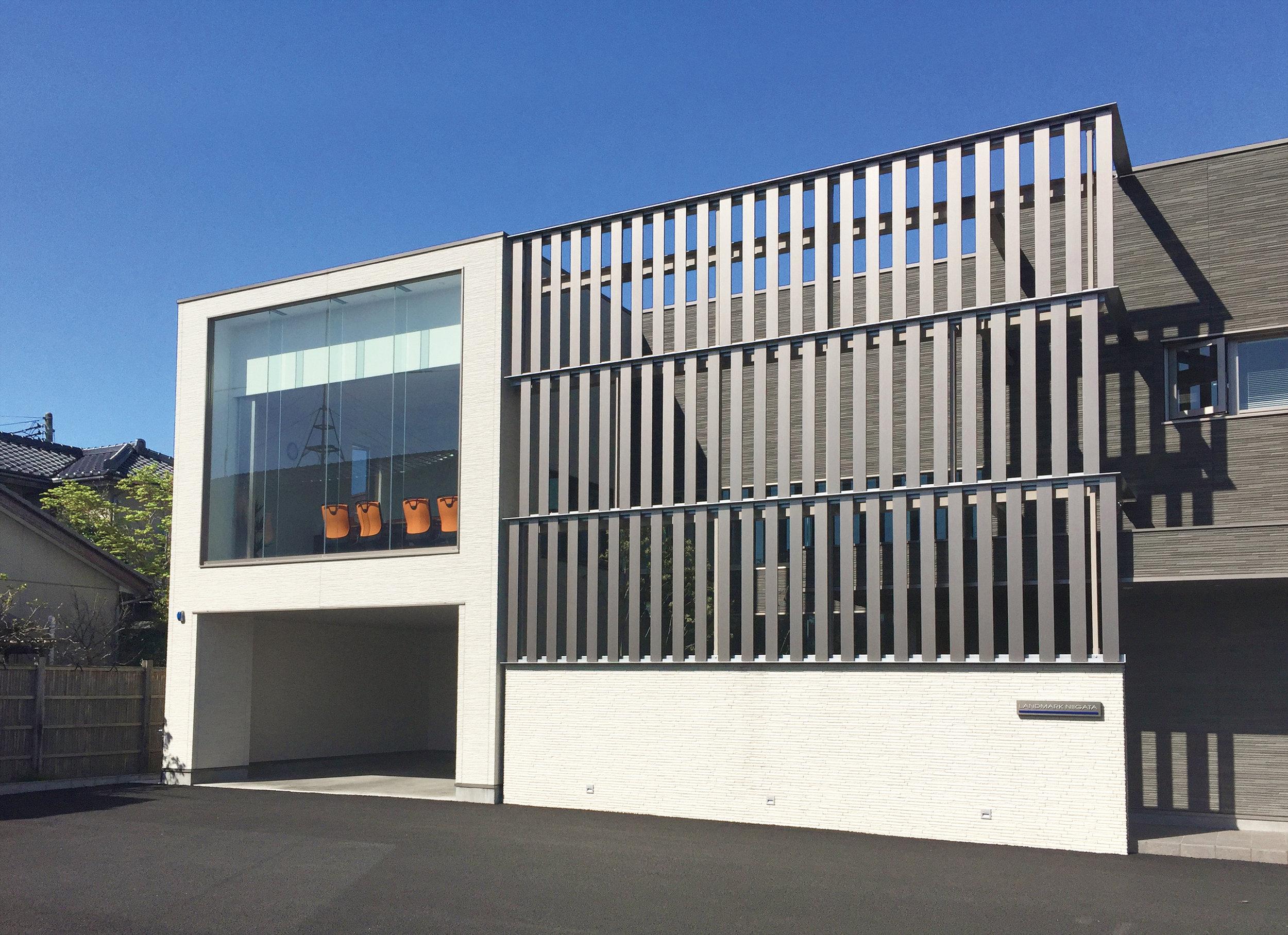 Commercial Office Facade - Japan Ever Art Wood® battens - Koshi Plank 20x150mm in Gan Metaru