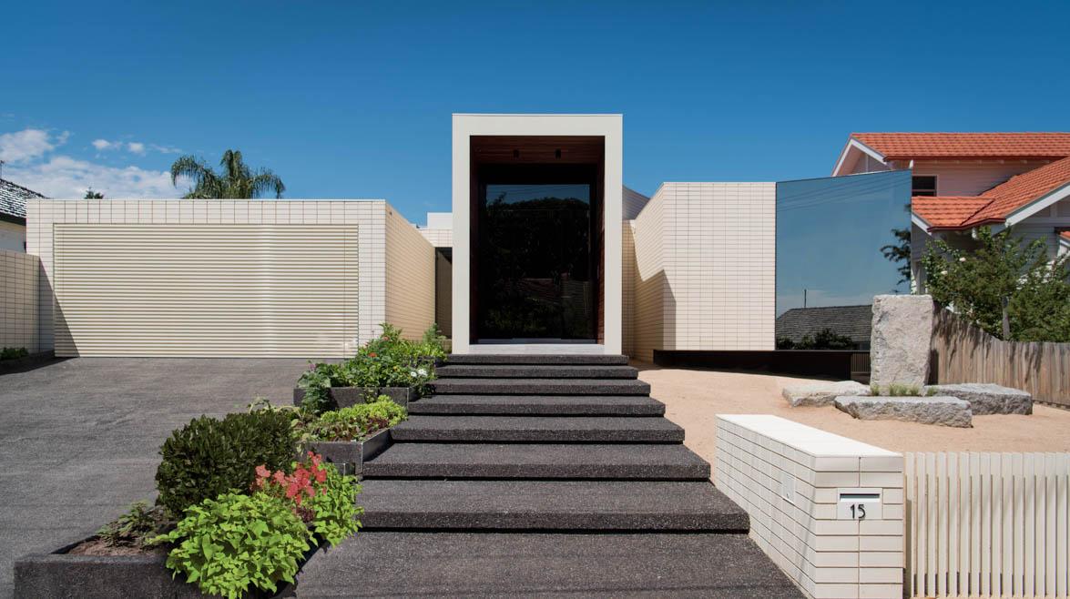 Private Residence - Ivanhoe VIC Ever Art Wood® battens - Kabebari 30x50 to garage doors in custom powdercoat