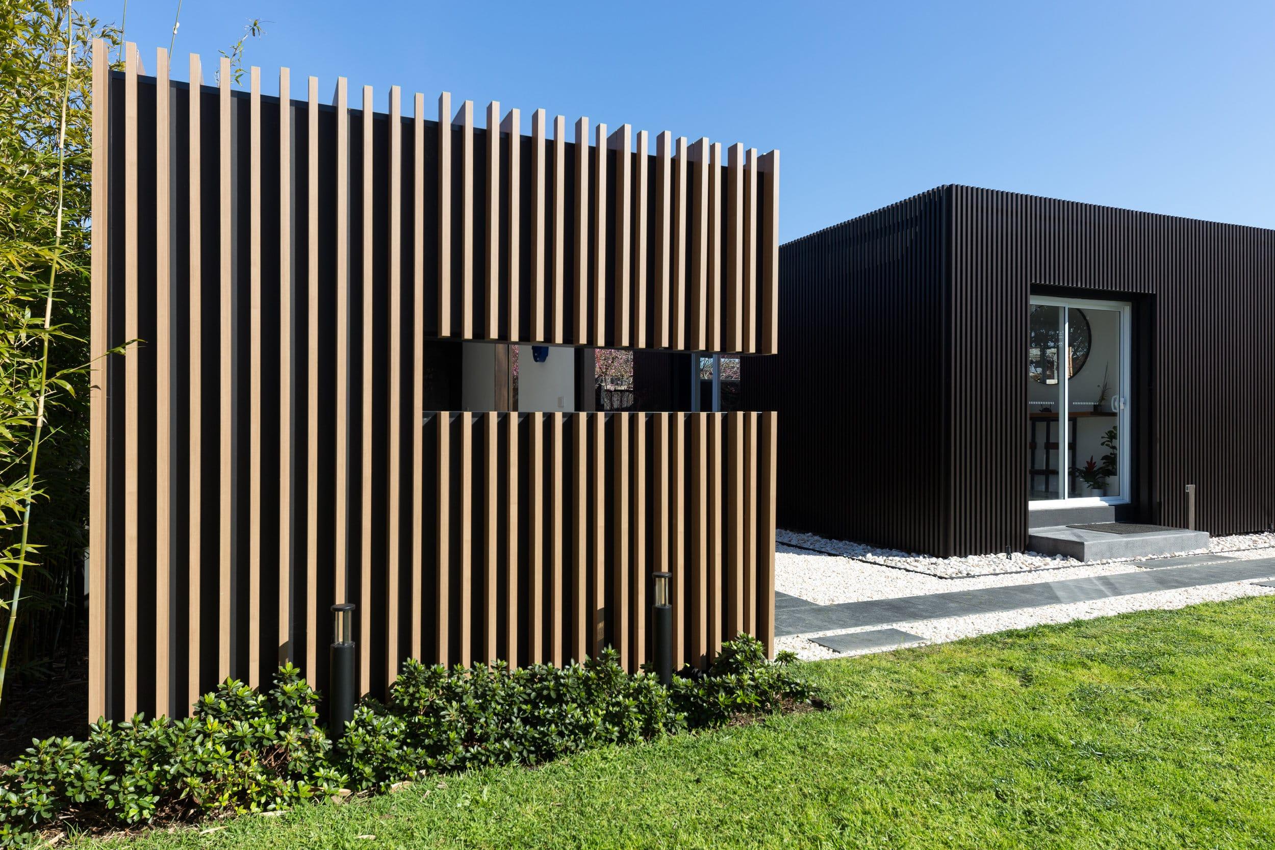 Covet Showroom - Altona VIC Ever Art Wood® battens - (L) Kabebari 30x50 & 30x85 in Kuri Masame; (R) Mizotsuki 30x50 in Burakku Suchi-ru
