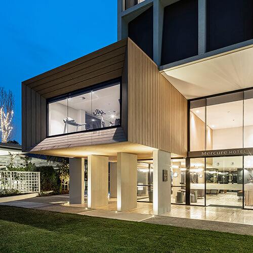Wood-Look-Aluminium-Panels-Fiddlers-Sydney-Night-Sideview.jpg