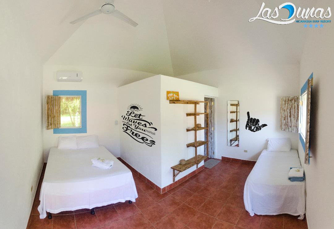 PACKAGE 2 - QUEEN & TWIN/ PRIVATE BATH  Features: Private Bathroom/Shower, Jungle Views, Air Conditioning, Daily ClCleaning, Queen/Twin Size Beds