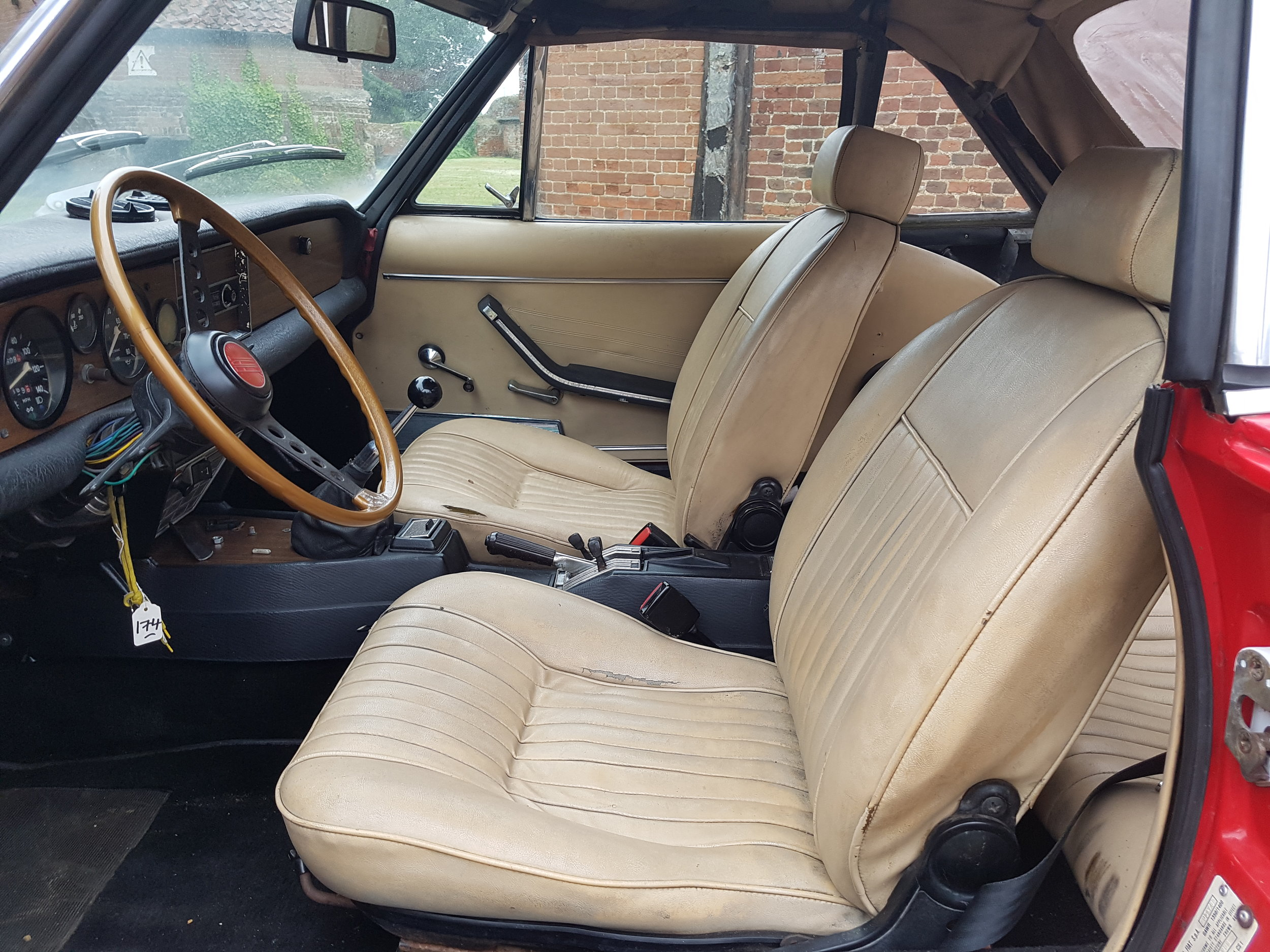 Fiat124SpiderInterior.jpg