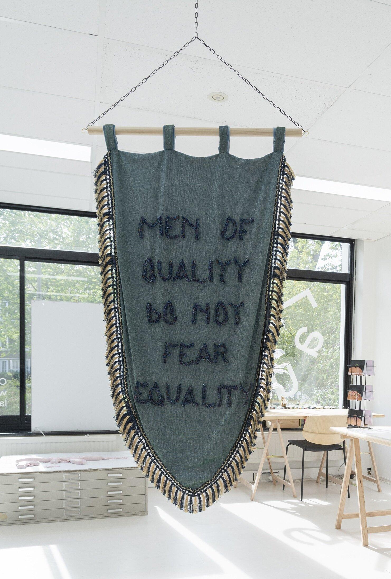 Men of Quality - Joyce Overheul, Men of Quality, 2019glazen kralen, metallic polyester, velours, hout, handgemaakt tijdens Aria Residency Teheran, ca. 138 x 80 x 2cm, uniek€ 3.350,- incl. btw, certificaat van authenticiteit