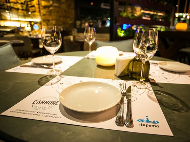 Amanhã acontece mais uma edição do Lounge Carbone by Itapema E dessa vez o nosso happy hour vai ser ainda mais especia, pois vamos comemorar o 1º ano da Carbone l! 🎁🎈 Pizzas legitimamente Italianas🍕, drinks deliciosos🍹, trilha sonora comandada pelo DJ @thonsoriedem 🎶 e decoração esepecial!  Entre em contato e faça a sua reserva! Nossa comemoração será aberta ao público! Esperamos por todos vocês! ______________________________________________ #loungecarbone #specialbday #1ºanocarbone #pizzafloripa #happyhour #itapemafm