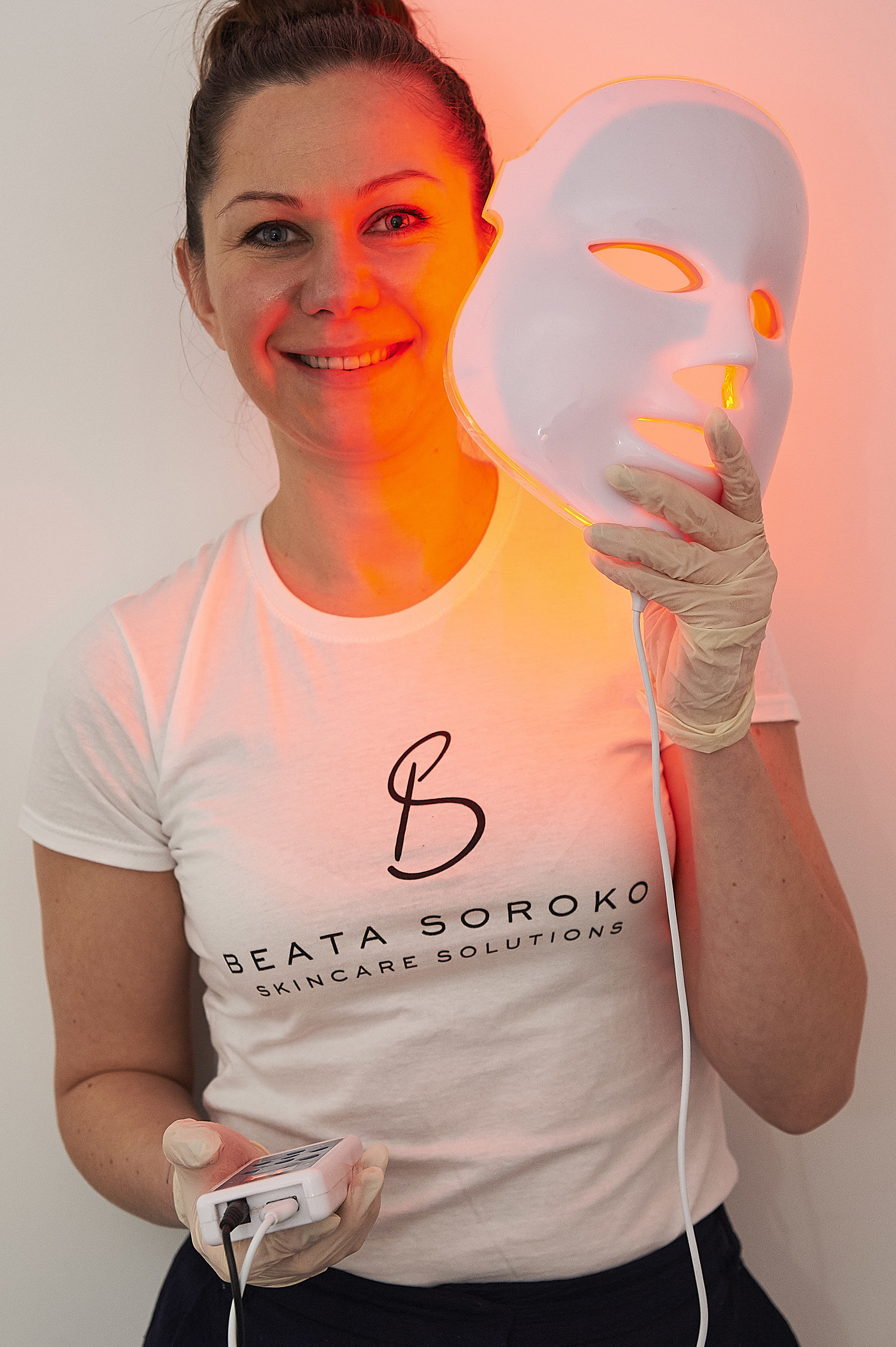 Deep exfoliation with LED Light Therapy £60 - It's about time you got rid of those hideous dead skin cells with  gentle exfoliation. Unclog your pores, boost circulation and make your skin look healthy, fresh and luminous by adding Celebrities favourite LED Light Therapy Treatment!