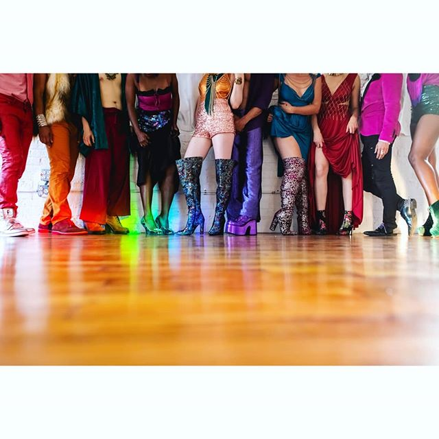 Dress the rainbow! #horizontalwithlila #intimacywarriors  #intimacygames #trustgames #colors #unitedcolors #diversity #shoes #platformboots #rainbow #naturallight #festivalfashion