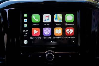 Car audio receiver with Apple CarPlay installation